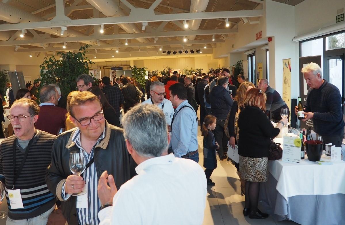 Más de 200 profesionales de la Costa Dorada participan en la primera jornada de la DO Terra Alta en la zona